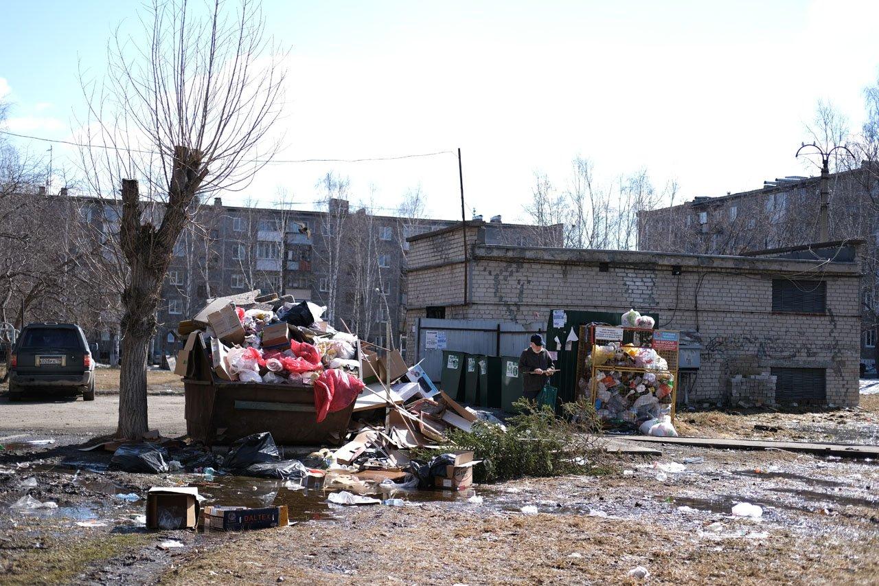 Вы с понедельника много пишете о заваленных отходами мусорках.