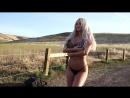 Блондинка в трусах щекочет травами попу