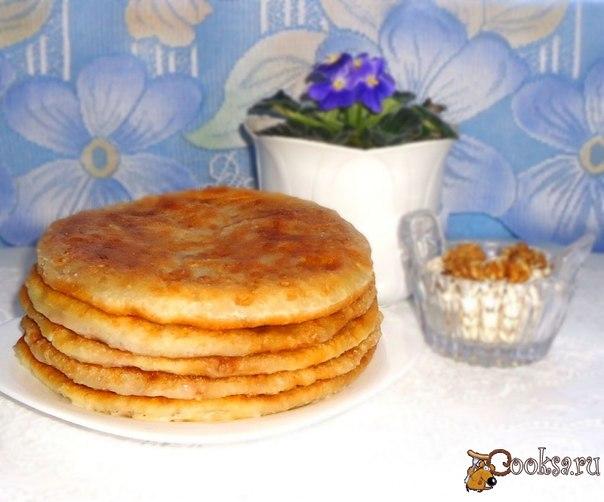 Предлагаю рецепт постных, сытных лепёшек с начинкой из фасоли с грецкими орехами. Очень вкусные лепёшки! Попробуйте!
