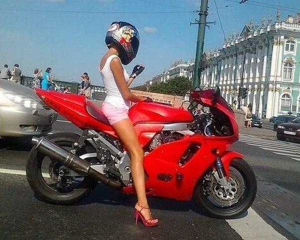 Одним прекрасным днем, на Дворцовом мосту в Санкт-Петербурге