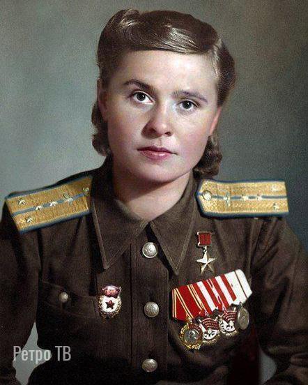 Мария Долина - выполнила 72 боевых вылета на пикирующем бомбардировщике Пе-2, сбросила на противника 45 тонн бомб