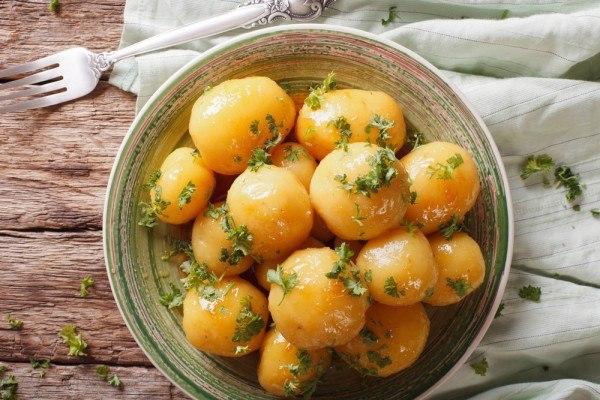 Что приготовить из молодого картофеля:четыре вкусных идеи