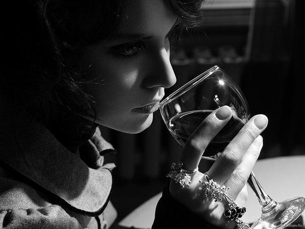 Женщины быстрее, чем мужчины, привыкают к алкоголю