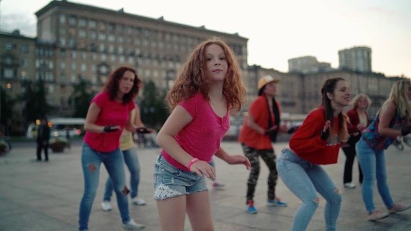 Las muñequitas - Зумба флешмоб на Московской пл. СПб