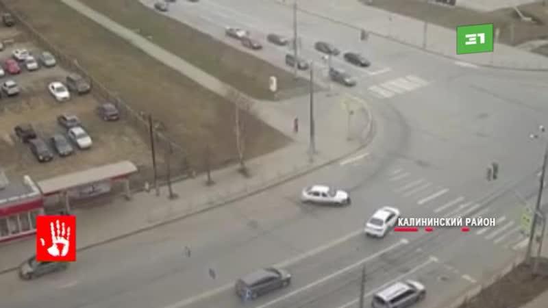 Авария на перекрестке улиц 250-лет Челябинску и Салавата Юлаева в Челябинске