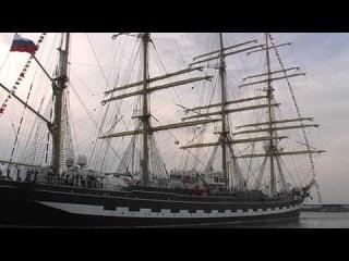 Крузенштерн покидает Таллиннский порт.