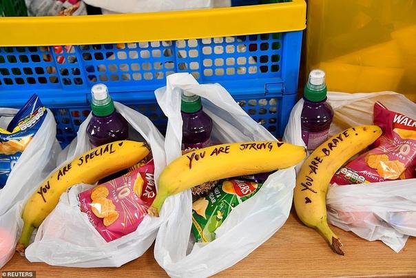Зачем Меган Маркл написала сообщения на бананах для работниц секс-индустрии во время визита в Бристоль