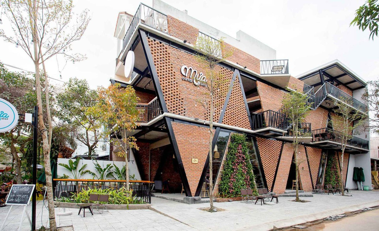 MƯA Coffee Shop / 85 Design