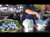Нам готовят синие пельмени на пару в Таиланде, в городе Хуа-Хине
