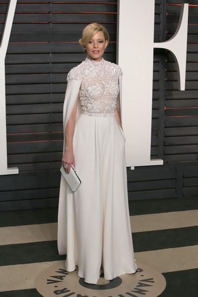 Элизабет Бэнкс в белом