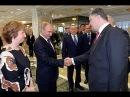 Путин и Порошенко пожали друг другу руки: А БАЦЬКА ТО КАК СУЕТИТСЯ