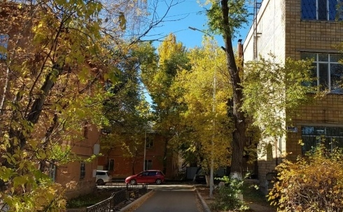 В Караганде новые фонари в благоустроенных дворах подключат до конца октября