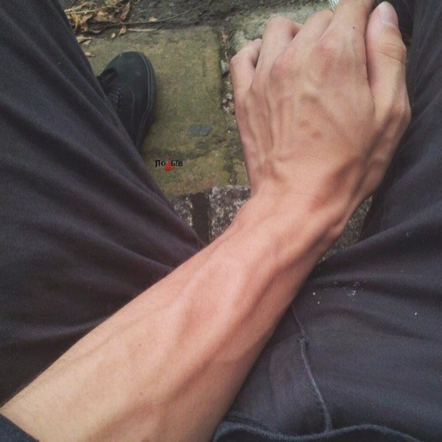 Как сделать худые ноги мужчине