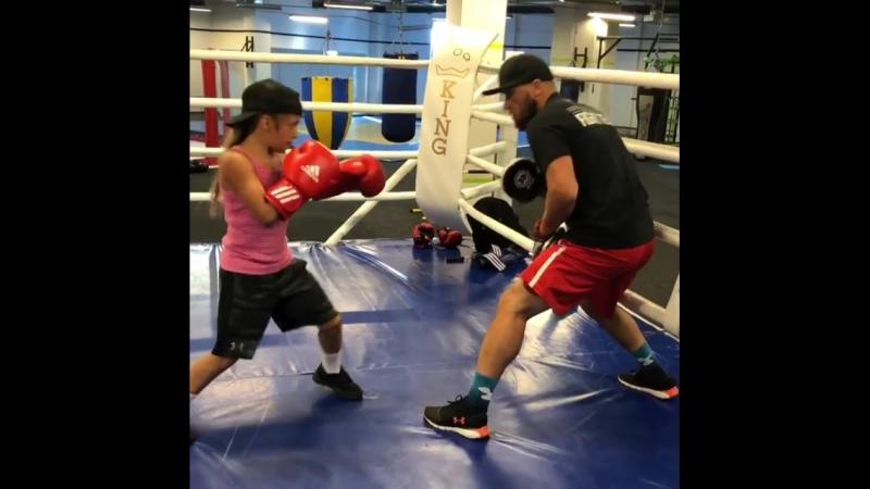 Боксерская тренировка перспективной украинки Киры Макогоненко