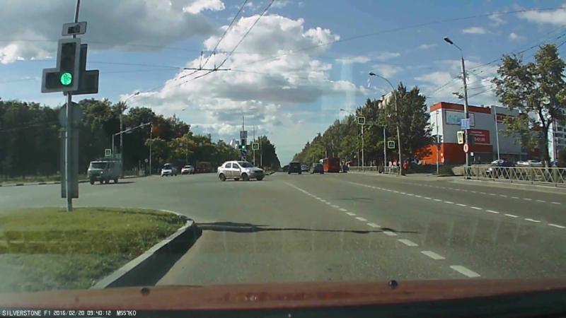 Так ездят маршрутки в Ярославле (vk.com/black_list_yar)