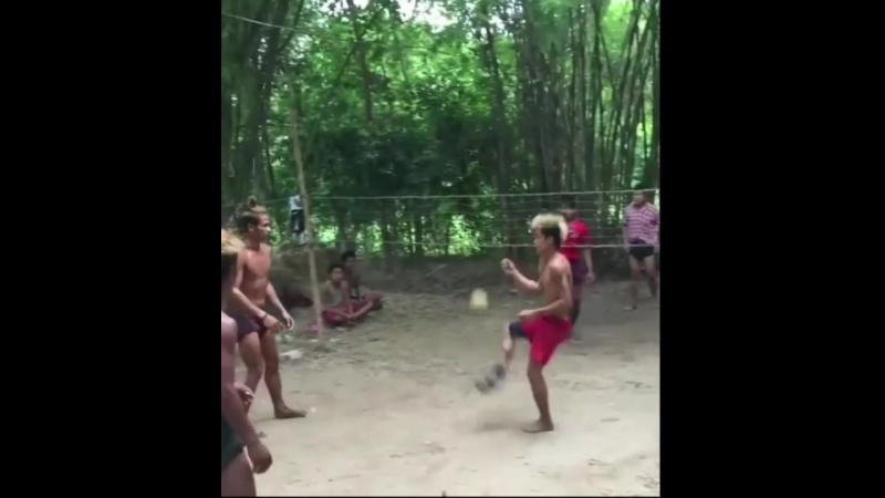 У них там свой собственный волейбол!