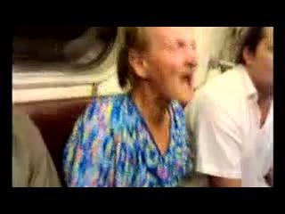 Сумашедшая бабка в метро