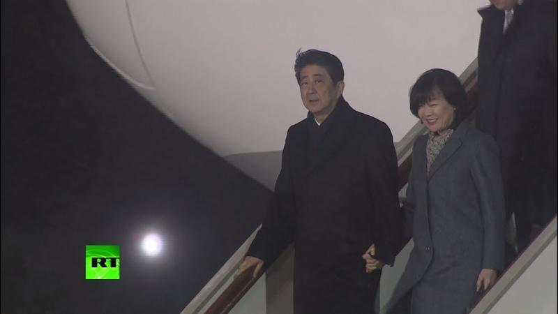 Премьер-министр Японии Синдзо Абэ прибыл в Москву