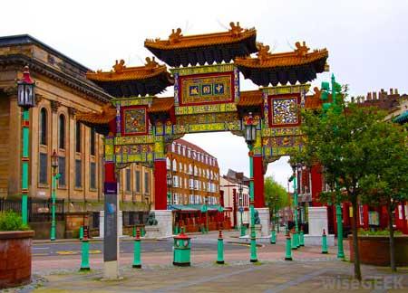 Некоторые люди считают, что местный китайский квартал является хорошим местом для поиска тех, кто занимается традиционной китайской медициной.