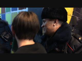 Полиция проверяет документы у посетителей концерта группы IC3PEAK