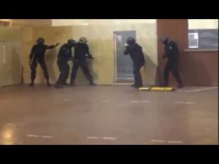 работает СОБР УМВД России по Псковской области