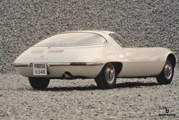 Концепт-кар с панорамной крышей Chevrolet Testudo Двухместный концепт Chevrolet Testudo был создан на базе легкового автомобиля Chevrolet Corvair Monza итальянской студией Bertone. Работы