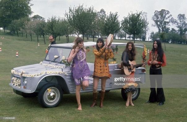 Презентация французского открытого легкового автомобиля Citroën Méhari. Презентация новой машины была проведена 16-го мая 1968-го года на базе Гольф-клуба в городе Довиль в Нормандии. Столь