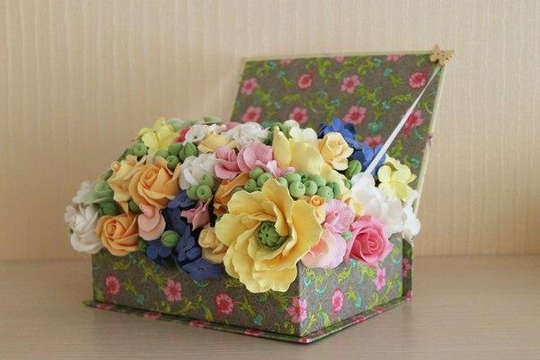Композиции в коробках из цветов