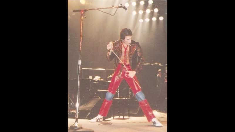 Queen – Death On Two Legs – Live at the Empire Theatre, Liverpool, 6-7/12/1979