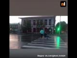 Шутник со стулом в Красноярске