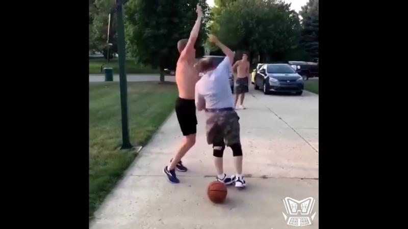 Дед баскетболист