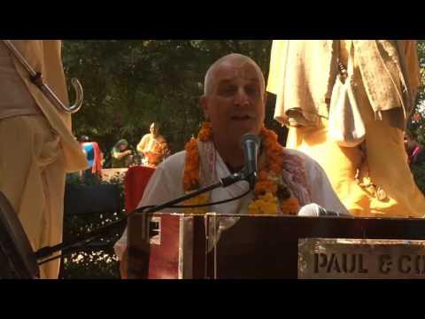 Dina Bandhu Prabhu. Sri Vrinda-devi Ashtakam. Vrinda Kunda in Vrindavan 2016-10-23