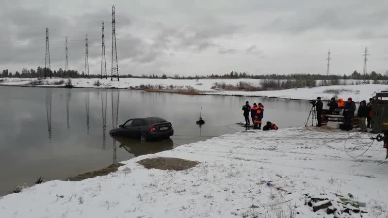 В Ноябрьске машина затонула в карьере