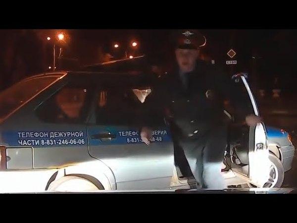 Полицейский безнаказанно избил водителя!