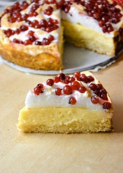 """""""Творожный пирог с меренгой и красной смородиной"""""""