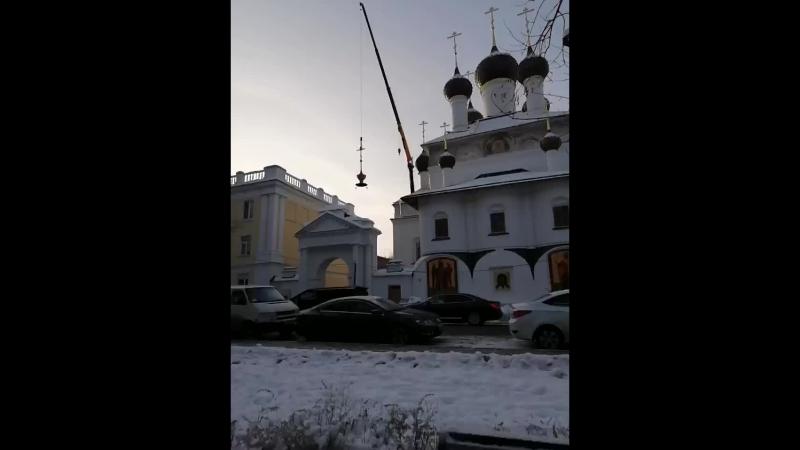 На колокольню Кирилло-Афанасьевского монастыря устанавливают купол с крестом