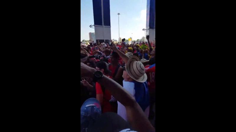 Команда болельщиков из Панамы проиграла 6:1 , а они все равно радуются. Праздник.