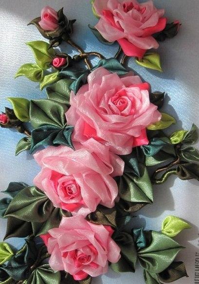 Панно из атласных цветов