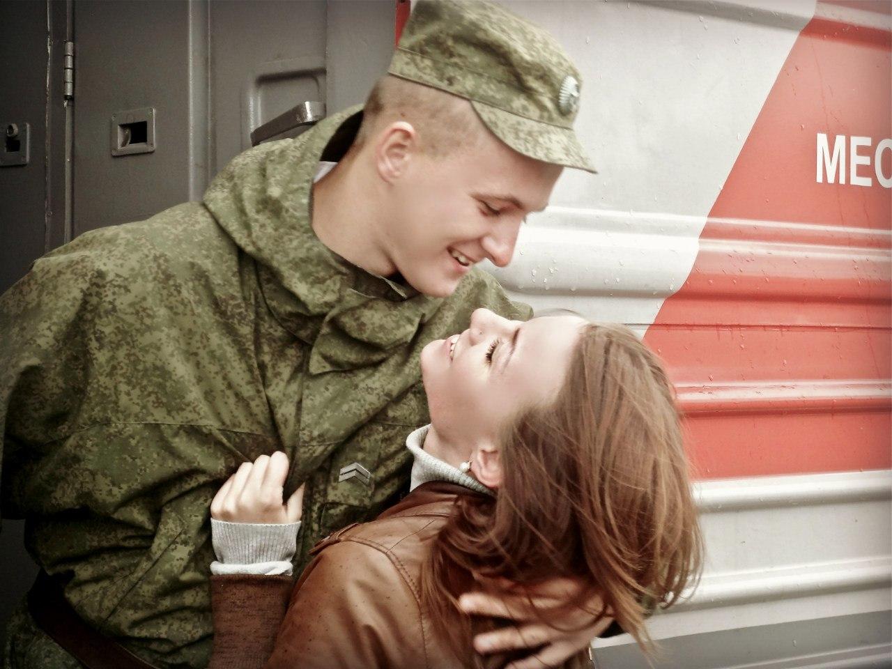 Сестра встречает брата с армии 11 фотография