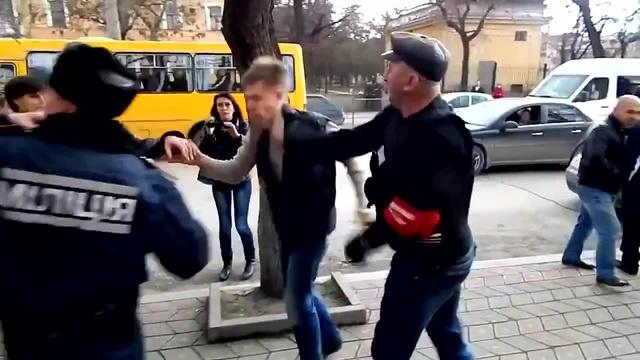 В Крыму избит депутат Гончаренко 05.03.2014 In Crimea, deputies beat Goncharenko