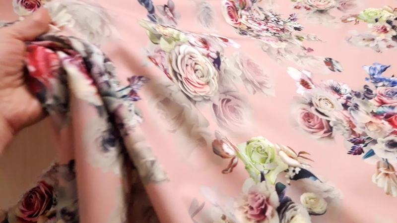 костюмка барби принт фон персиковая пудра