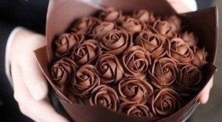 От шоколадных роз я бы не отказалась на 8 марта😊 Подскажем милым мужчинам:) Репост!