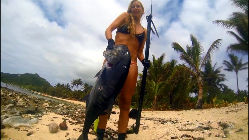 Spearfishing babe and crew in Pacific Islands 100lbs GT and Doggies