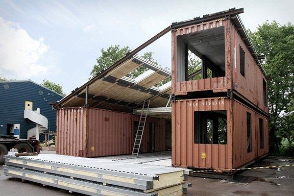 Дом, построенный из трех морских контейнеров