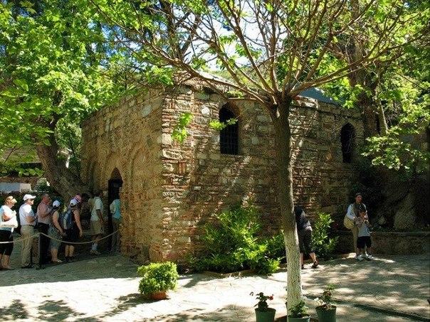 Дом Девы Марии в Эфесе — место паломничества христиан.
