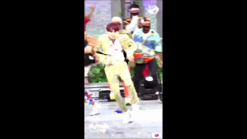 кто-то юнги не умеет танцевать, разве что под медляк - в это время юнги выкуси