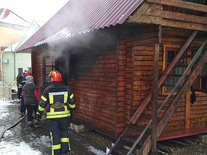 В Лисичанске случился пожар в торговом павильоне