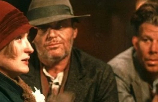 Чертополох (1987) В родной город Олбани, штат Нью-Йорк, возвращается Джек Филэн, опустившийся бродяга. Спустя 20 лет он вновь мучается воспоминаниями о трагическом и нелепом убийстве,