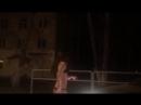 Une russe à moitié nue a fait un vrai show dans la rue dans la ville de Samara !