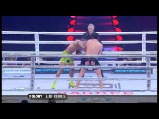 Силой духа,бой за звание чемпиона мира,на характере выйграл Давит Кирия (Грузия) vs Энди Ристи (Суринам). Glory 14 Zagreb.